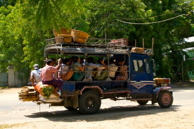 2012-560-Bagan life-105